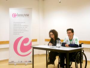 Marta Castillo y José Antonio Carmona, durante la entrevista en el Centro Cívico Las Perlas./Chana Press.