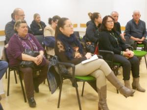 Algunos de los asistentes a la entrevista con Mar Solera./Chana Press.
