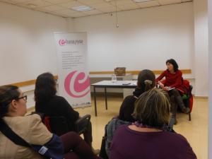 Los asistentes escucharon con atención las explicaciones de la secretaria general de Facua./Chana Press.