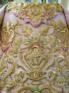 Detalle del bordado de la saya de la Macarena.