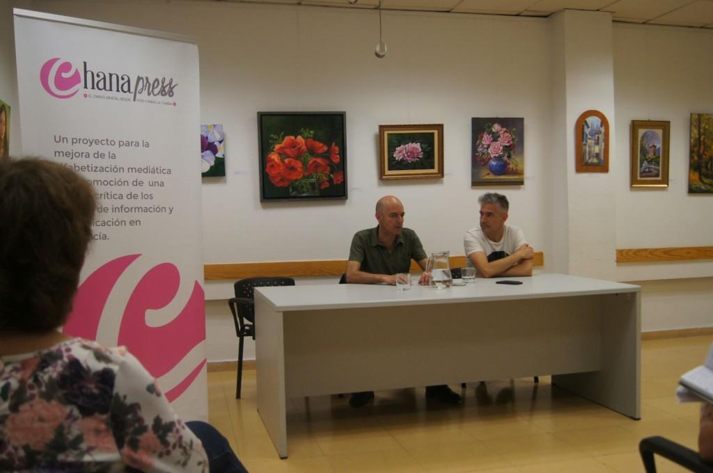Antonio (izquierda) y José Ángel Arias durante su entrevista con Chana Press./Esther Godoy.