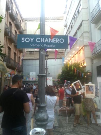 Un gran cartel con el nombre de la verbena presidió el encuentro./María José Mateos.